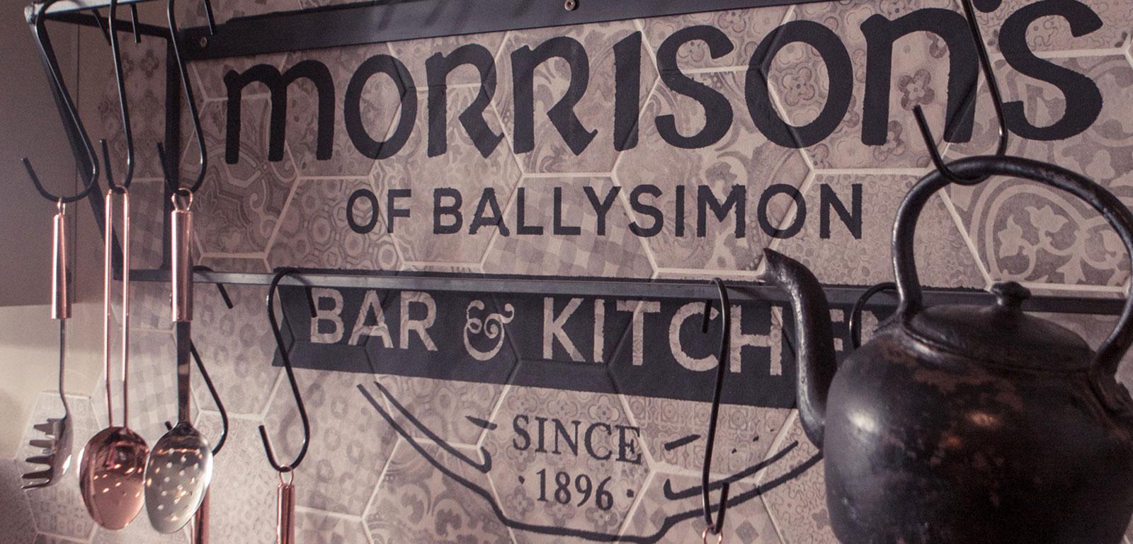 Gres Efecto Madera Y Cemento Al Morrison S Bar Ragno # Muebles Pub Irlandes